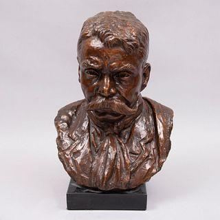 Ricardo Ponzanelli. Busto de Emiliano Zapata. Firmado y fechado '85. Fundición en bronce patinado. Con base de mármol.