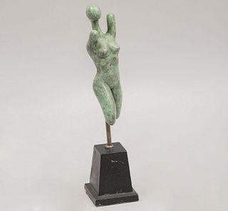Segues. Torso femenino. Firmada y fechada '95. Fundición en bronce. Con base de metal color negro. 17 x 4.5 x 5 cm