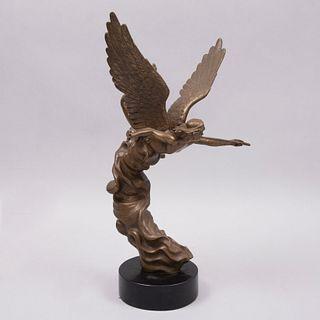 Carlos Espino. Ángel. Firmado y fechado '96. Fundición en bronce dorado. Con base. 51 x 34 x 29 cm