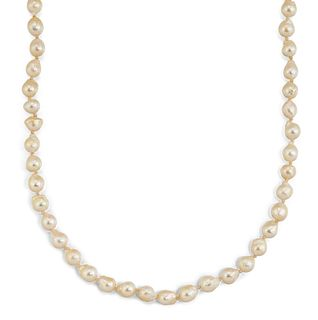 A CULTURED PEARL NECKLACE, the cultured pearls approx. 5.2