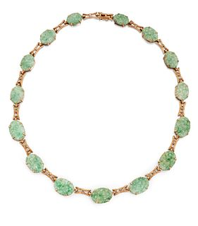 AN EARLY 20TH CENTURY JADE AND DIAMOND NECKLACE, the gradua