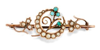 AN EDWARDIAN 9CT TURQUOISE AND SPLIT PEARL BROOCH, the cent