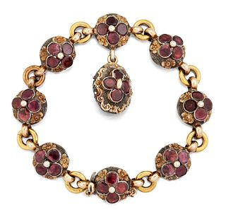 AN EARLY 19TH CENTURY GARNET BRACELET, the circular links s