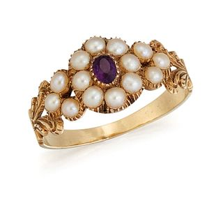 AN EARLY 19TH CENTURY AMETHYST AND SPLIT PEARL RING, the ce