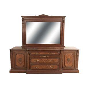 Tocador con espejo. SXX. En talla de madera. Con cubierta irregular, 2 puertas abatibles y 3 cajones con tiradores. 193 x 215 x 94 cm