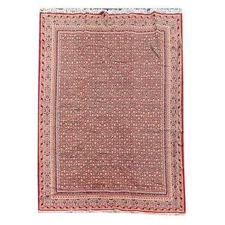 Tapete. Siglo XX. Estilo bilar. Elaborado en fibras de lana, algodón y sintético. Decorado con motivos  vegetales. 335 x 245 cm
