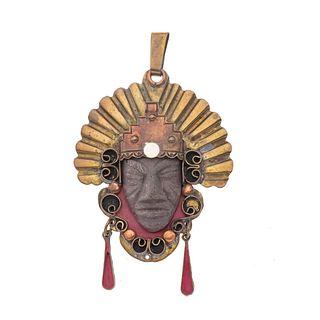 Pendiente con piedra y cobre. Rostro de personaje prehispanico en piedras con penacho. Circa 1950. Peso: 41.3. g.