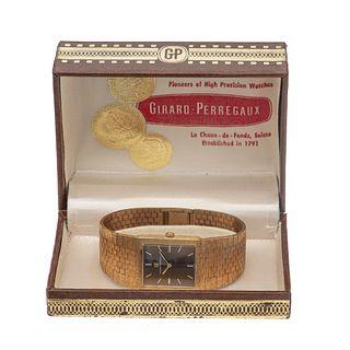 Reloj Girard Perregaux. Movimiento manual. Caja cuadrada en acero gold plated de 20 micras. Carátula color café con índices de...