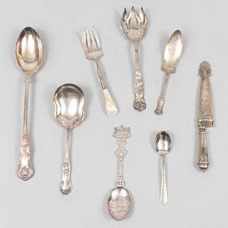 Lote mixto de cubiertos de servicio. Inglaterra, Italia y Argentina, siglo XX. Elaborados en metal plateado. Piezas: 8.
