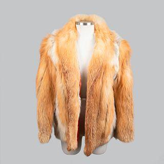 Abrigo corto de piel de zorro, naranja de la marca David Green. Detalles de conservación. Talla aproximada: Chica.