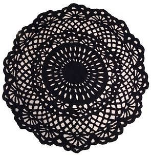 Doily 6' Round Black and Cream Rug