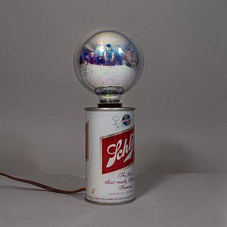 IMS Corporation. Lámpara de mesa a manera de lata de cerveza / Beer can table lamp