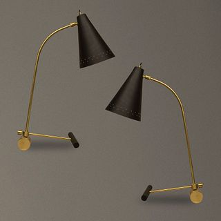 Par de lámparas de mesa estilo Italiano en latón con pantallas negras / Pair of Italian style table lamps with black screens