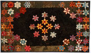 American floral hooked rug, early 20th c.