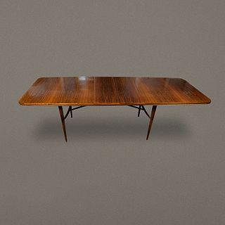 Robert Heritage para Archie Shine. Mesa de comedor de madera de teca y chapa de palo de rosa / Teak dining table with rosewood veneer top