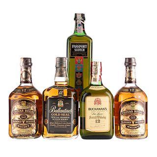 Whisky. a) Chivas Regal. 12 años. b) Ballantine's. 12 años. c) Passport. d) Buchanan's. 12 años. Total de piezas: 5.