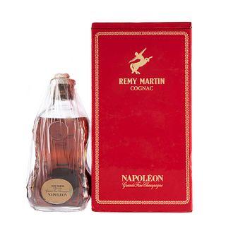 Rémy Martin. Napoléon. Cognac. France. En estuche con tapón. En presentación de 700 ml.