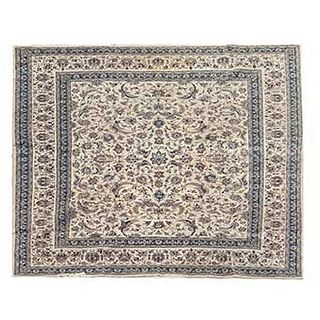 Tapete. Persia. Siglo XX. Estilo Tabriz Imperial. Anudado a mano en fibras de lana y algodón. 245 x 308 cm.