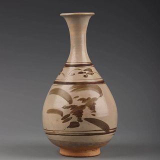 A Cizhou Kiln Flowers Painted Porcelain Vase