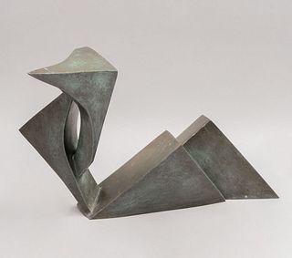 CELIA SITTON Figura geométrica Firmada y fechada 00 Fundición en bronce patinado 27 x 33 x 60 cm