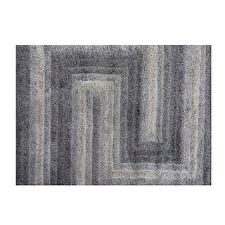 Tapete. Siglo XXI. Elaborado a máquina en fibras sintéticas. Decorado con elementos geométricos. 286 x 195 cm.