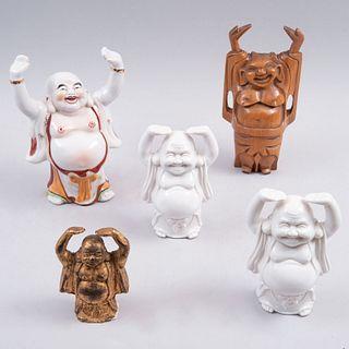 Lote de budas Hotei. Taiwán, Filipinas y Japón. Siglo XX. Elaborados en cerámica, antimonio dorado y una talla en madera. Pz: 5