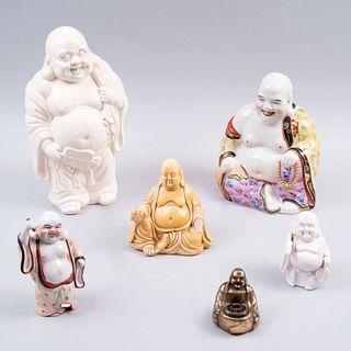 Lote de budas Hotei. Taiwán y China. Siglo XX. Elaborados en cerámica vidriada, uno en resina y otro en antimonio.