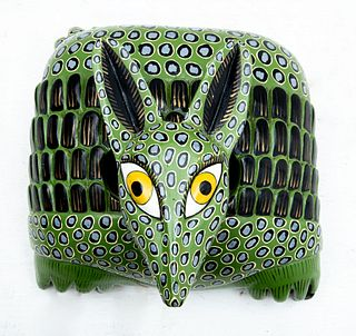 Juan Orta C. Máscara de armadillo. Tócuaro, Michoacán, México. Siglo XX. Para Día de Muertos. Firmada y fechada 1997. En madera.
