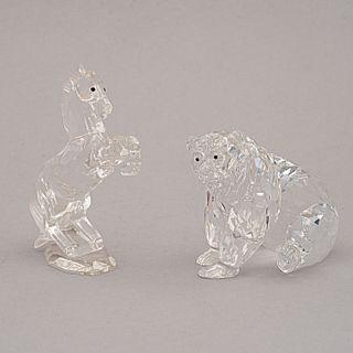 Lote de 2 figuras decorativas. Austria. Siglo XXI. Elaborados en cristal de Swarovski. Con caja original. Sellados.