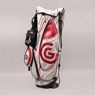 Bolso para bastones de golf. Estados Unidos, siglo XXI. Marca Cleveland Golf. Elaborada en nylon y vinipiel color blanco y rojo.