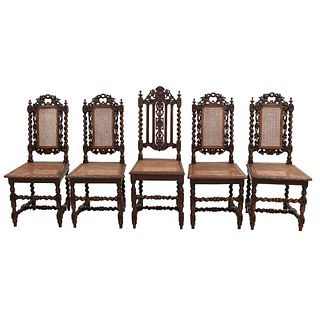 Lote de 5 sillas. Francia. Siglo XX. En talla de madera de roble. Con respaldos semiabiertos, asientos en bejuco.