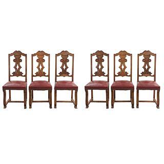 Lote de 6 sillas. Francia. Siglo XX. En talla de madera de nogal. Con respaldos semiabiertos, asientos en vinipiel.