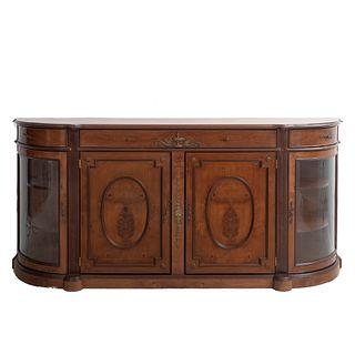 Cómoda. Siglo XX. Estilo Napoléon III. En talla de madera. Con cubierta irregular, 3 cajones y 4 puertas. 100 x 220 x 52 cm