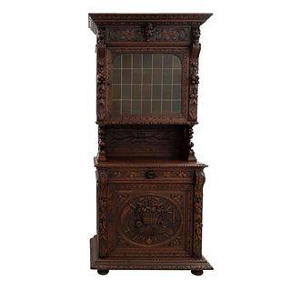 Buffet. Francia. Siglo XX. Estilo Enrique II. En talla de madera de roble. Con 2 puertas abatibles, cajón central.