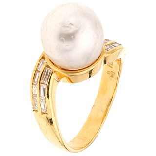 RING WITH PEARL AND DIAMONDS IN 18K YELLOW GOLD, Weight: 6.8 g. Size: 7