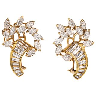 PAIR OF EARRINGS WITH DIAMONDS IN 18K AND 14K YELLOW GOLD 18K gold earrings. 14K gold post. Weight: 10.4...