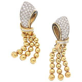PAIR OF EARRINGS WITH DIAMONDS AND ENAMEL IN 18K YELLOW GOLD Post earrings, Enamel with missing element..