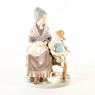 A Visit with Granny 1985/1994 1005305 - Lladro Porcelain Figure