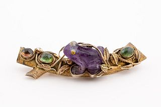 STERLING SILVER GILT BROOCH WITH PURPLE JADE FROG