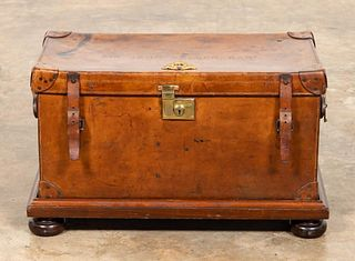 ENGLISH BARONET'S LEATHER TRUNK ON STAND, C. 1910