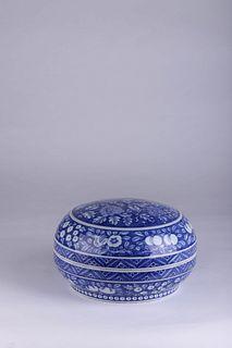 A Blue and White Loquat Porcelain Box