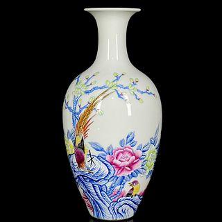 An Enamel Flower&Bird Pattern Porcelain Vase