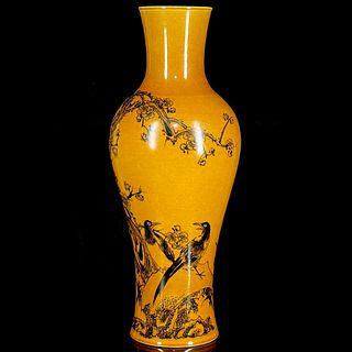 A Grisaille Flower&Bird Pattern Porcelain Vase