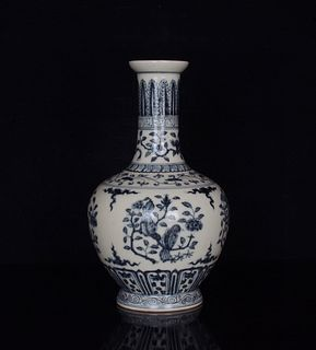 A Blue and White Flower&Bird Pattern Porcelain Vase