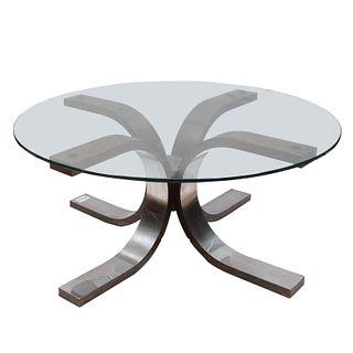 Mesa de centro. SXXI. Elaborada en madera con recubrimiento de lámina de metal plateado. Con cubierta circular de vidrio. 43 x 87 cm Ø