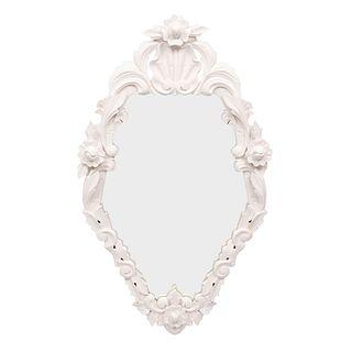 Espejo. Siglo XX. En talla de madera. Color blanco. Con luna irregular. Decorado con elementos vegetales y florales. 100 x 59 cm