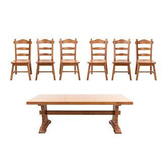 Comedor. Siglo XX. Estructura de madera. Consta de: Juego de 6 sillas y mesa.