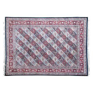 Tapete. Persia. SXX. Elaborado en fibras de lana y algodón. Decorado con elementos vegetales, florales y orgánicos. 300 x 400 cm