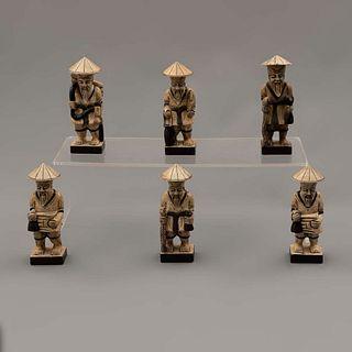 Lote de 6 campesinos. Vietnam. Siglo XX. Elaborados en piedra. Decorados con elementos esgrafiados.