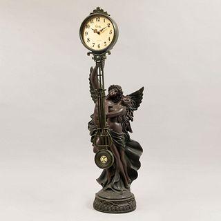 Reloj de mesa con figuras de Eros y Psique. En resina y reloj con mecanismo de cuarzo marca Crosa. 78 cm de altura
